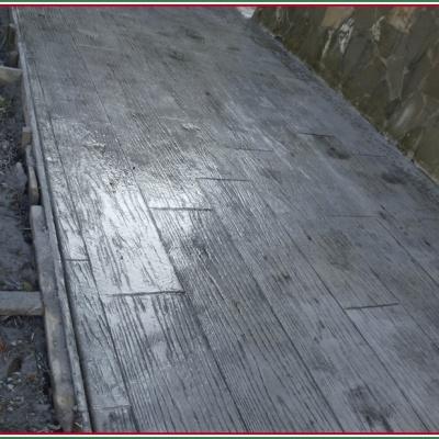 Viale per giardino in cemento lucido effetto assi legno lavabile