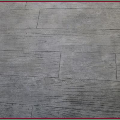 Finte assi di legno con resina e cemento