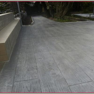 Pavimenti per esterni in cemento effetto legno antico