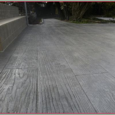 Assi di legno lucido realizzate in cemento stampato per esterni