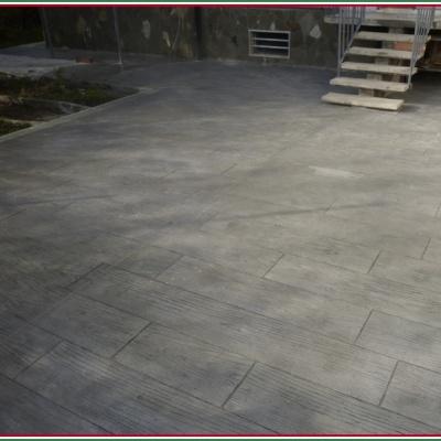Effetto legno con cemento stampato per esterni