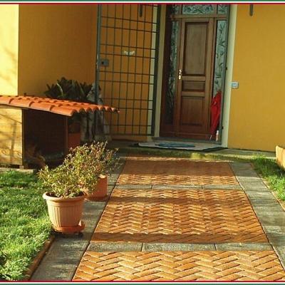 Vialetto casa in calcestruzzo stampato effetto mattoncino a Piacenza