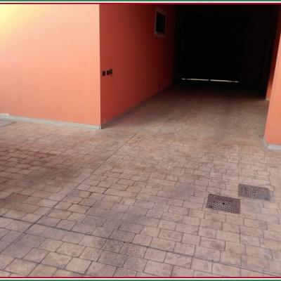 Pavimento in calcestruzzo stampato effetto mattone carrabile molto resistente