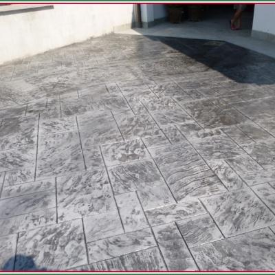 Resina di cemento per cortili a Piacenza molto resistente al peso e agli agenti atmosferici