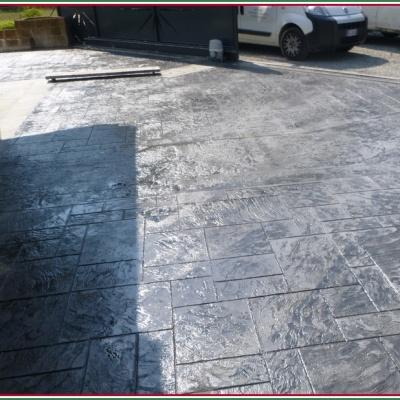 Cortile casa in unico blocco di cemento effetto pietra naturale senza fughe anti erbacce