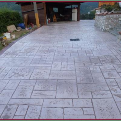 Scivolo per casa di montagna in calcestruzzo effetto pietra naturale a Piacenza
