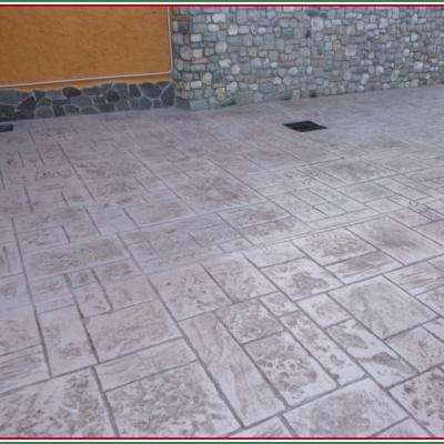 Pavimenti per esterni in calcestruzzo effetto pietra naturale squadrata