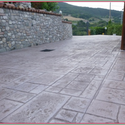 Monoblocco di resina stampata anti erbacce per scivoli e pavimentazioni