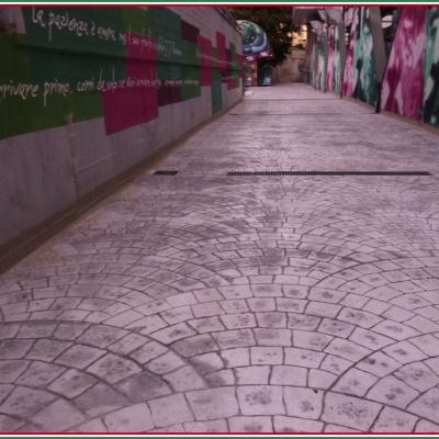 Sottopassaggio stradale in cemento stampato effetto porfido con scolo per acqua
