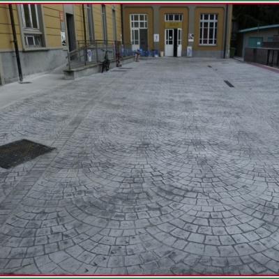 Pavimentazione per esterni in cemento stampato effetto mattoni porfido