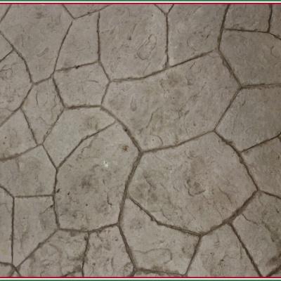 Calcestruzzo stampato con effetto sasso dai contorni irregolari a Lodi