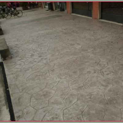 Pavimentazione per esterni resistente al freddo in cemento stampato