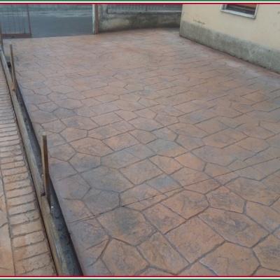 Pavimentazione esterna per abitazione in calcestruzzo stampato a Cremona