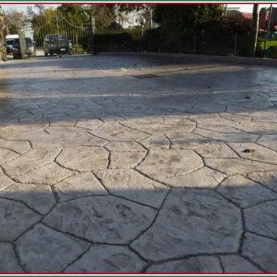 Effetto sasso irregolare con calcestruzzo stampato a Piacenza
