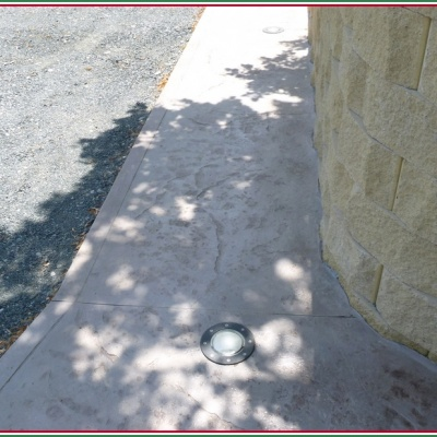 Pavimentazione per esterni in resina stampata con luci a incasso
