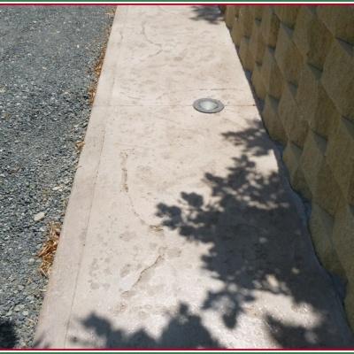 Marciapiede in cemento stampato con innesto lampade per illuminazione edificio