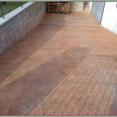 Cemento stampato effetto roman slate rosso per abitazione