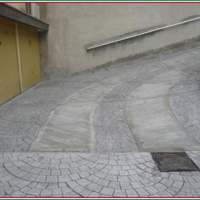 Discesa scivolo per auto in cemento stampato a Piacenza