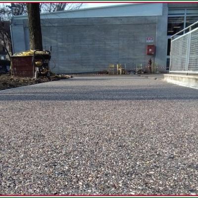Pavimenti esterni in ghiaino lavato grigio drenante a Piacenza