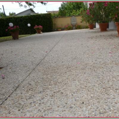 Pavimento esterno abitazione in sasso lavato antiscivolo elegante a Parma