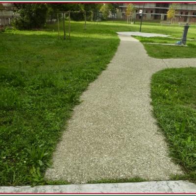 Viale giardini in sasso lavato con cemento grigio e marmo antiscivolo