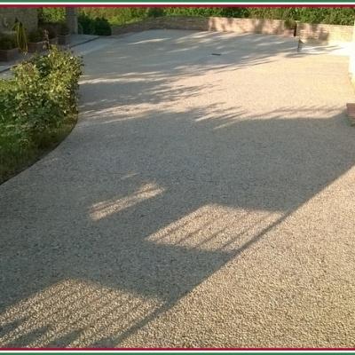 Pavimento scivolo villa a Parma in sasso lavato carrabile