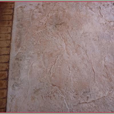 Vialetto in cemento stampato con effetto liscio e mattoncino