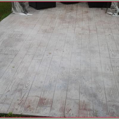 Veranda in cemento stampato effetto legno per barbecue