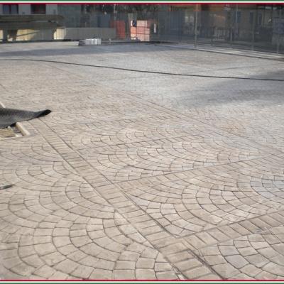 Parcheggio per auto in cemento senza fughe anti erbacce