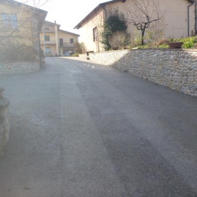 Strada di montagna in sasso lavato antiscivolo carrabile a Piacenza