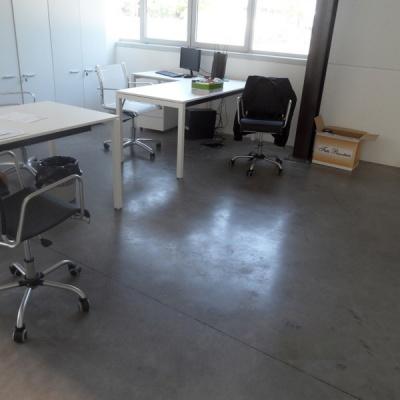 Pavimeno in cemento nuvolato per ufficio a Cremona