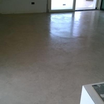 Pavimenti interni e esterni in cemento nuvolato lucido molto resistente