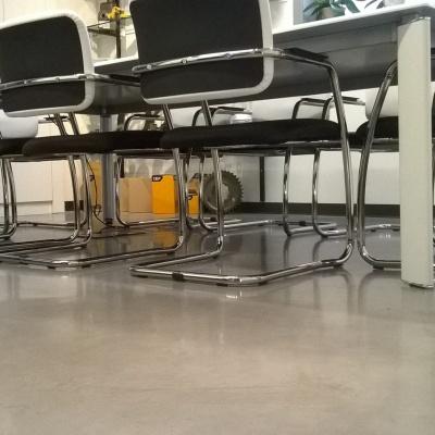 Pavimenti uffici in cemento cerato lucido facile manutenzione