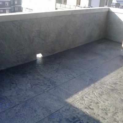Pavimento e rivestimento esterno balcone a Piacenza in intonaco stampato