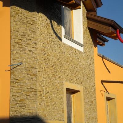 Rivestimento casa a Parma in intonaco stampato effetto pietra