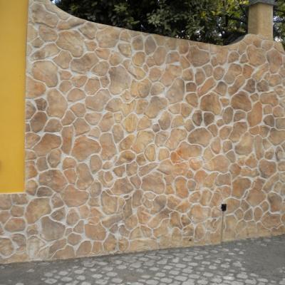 Muro esterno abitazione in intonaco stampato e colorato a Piacenza