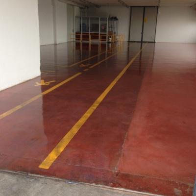 Pavimenti industriali in cemento lucido con strisce pedonali a Piacenza