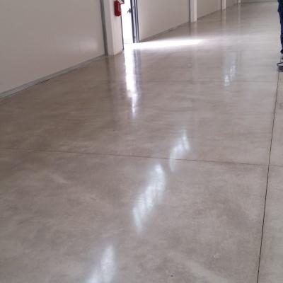 Lucidatura pavimenti in cemento a Piacenza per effetto elegante
