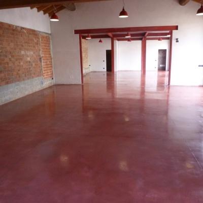 Pavimenti per interni in cemento lucidato colorato a Piacenza