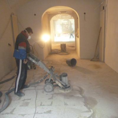 Ristrutturazione pavimento casa senza demolizione con microcemento a Piacenza
