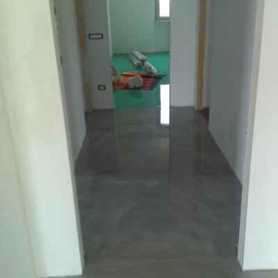 Pavimenti per interni lucidi in microcemento di facile manutenzione resistenti ai graffi