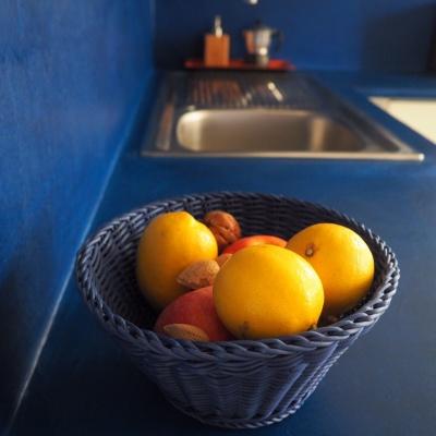Top cucina in microcemento a Piacenza colorato ed elegante