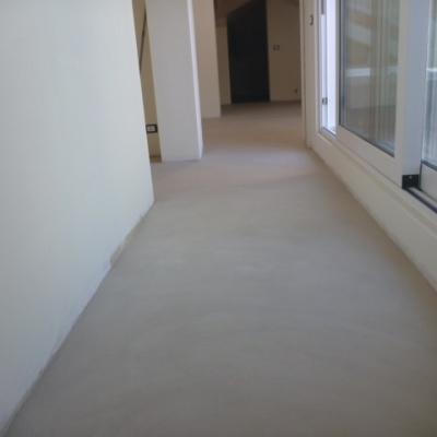 Pavimenti interni in microcemento a Piacenza
