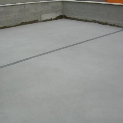 Pavimentazione balcone in cemento spruzzato resistente al gelo a Parma