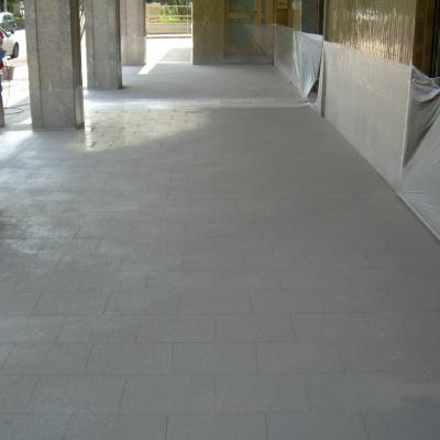 Pavimento portico condominio a Piacenza in spray color effetto mattonella