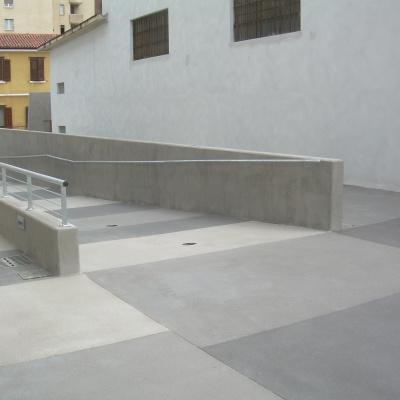 Scivolo pedonale anti sdrucciolo in cemento a Piacenza