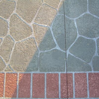 Cemento per pavimenti esterni simile a mattoni e sassi colorati elegante e resistente