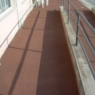 Scivolo per disabili a Lodi in cemento spruzzato colorato antiscivolo